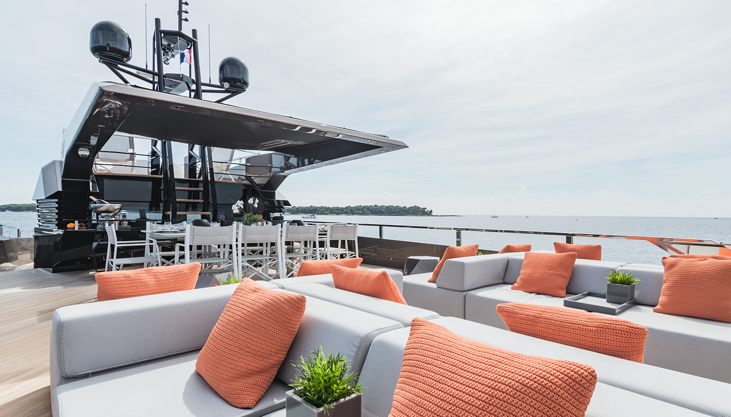 Vripack - ROCK - Life outside - Image of the lounge couches - Deck