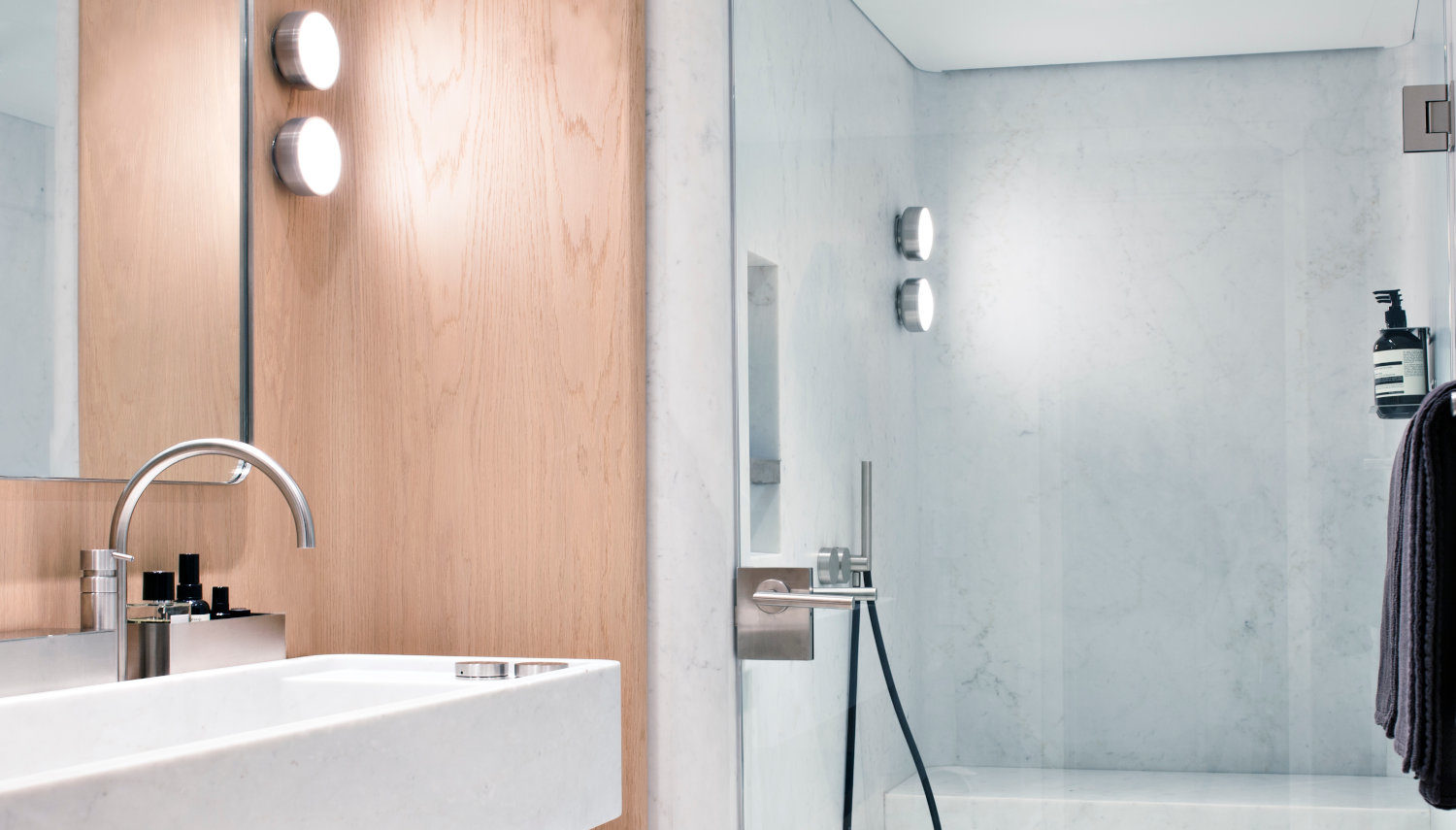 Vripack – Refit RH3 – Creating a home from home - Image of the bathroom - Luxury materials - Belgian architect Vincent Van Duysen