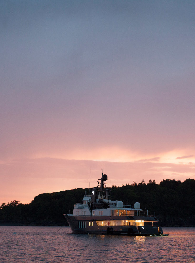Vripack - Refit RH3 - Sunset at sea - Creating a family home - Belgian architect Vincent Van Duysen - cruising the world