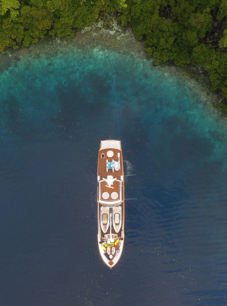 Vripack - Zeepaard - Yacht design - Eagle view from above - Family life at sea